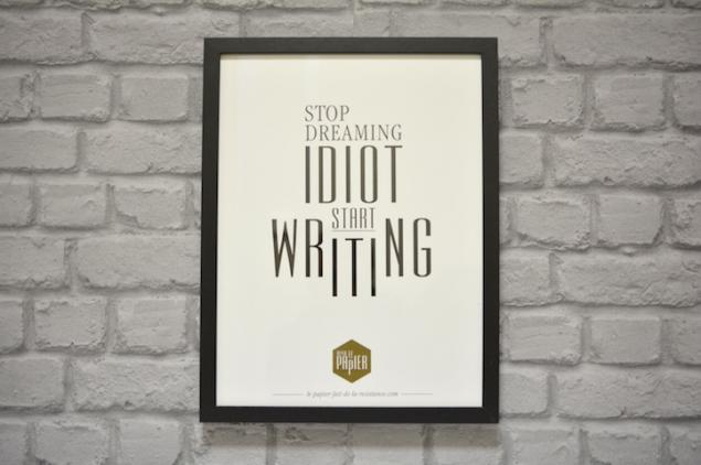 poster-typographie-le-papier-stop-dreaming-idiot-start-writting-5