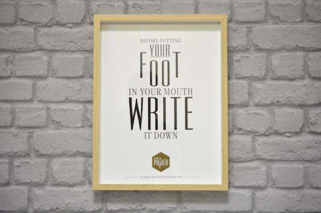 poster-typographie-le-papier-before-putting-your-foot-in-your-mouth-write-it-down-4