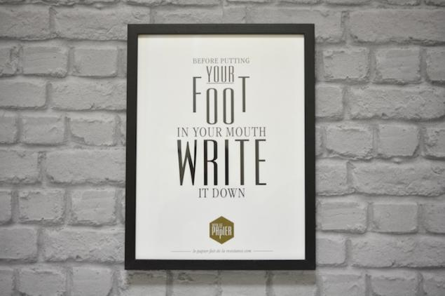 poster-typographie-le-papier-before-putting-your-foot-in-your-mouth-write-it-down-5