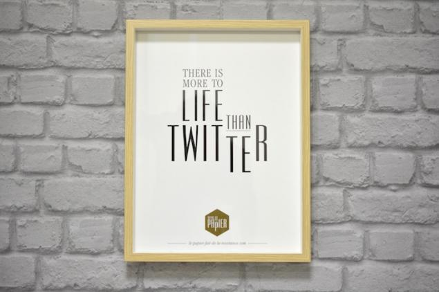 poster-typographie-le-papier-ther-is-more-to-life-than-twitter-4
